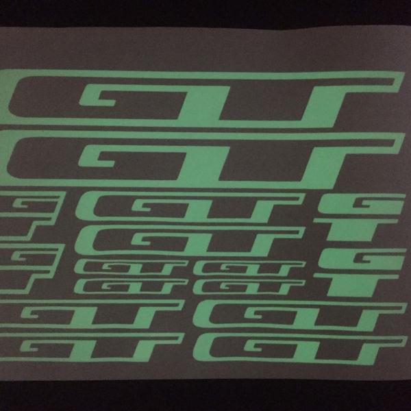 Светящиеся наклейки GT на велосипед